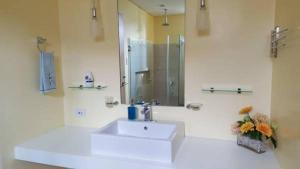 Pico de Loro - Vacation Homes, Апартаменты  Nasugbu - big - 9