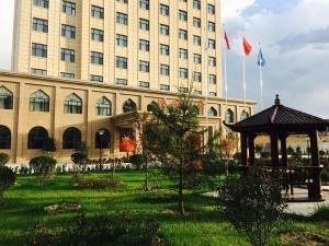 hotel near Linxia Xuehemanbo Hotel