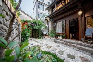 Lishe Yard, Homestays  Dali - big - 71