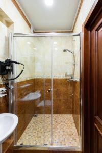 Kon-Tiki Boutique Hotel, Bed & Breakfasts  Sankt Petersburg - big - 40