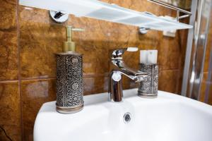 Kon-Tiki Boutique Hotel, Bed & Breakfasts  Sankt Petersburg - big - 45