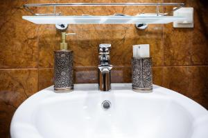 Kon-Tiki Boutique Hotel, Bed & Breakfasts  Sankt Petersburg - big - 46