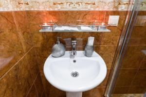 Kon-Tiki Boutique Hotel, Bed & Breakfasts  Sankt Petersburg - big - 48