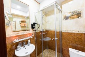 Kon-Tiki Boutique Hotel, Bed & Breakfasts  Sankt Petersburg - big - 51