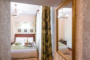 Kon-Tiki Boutique Hotel, Bed & Breakfasts  Sankt Petersburg - big - 54