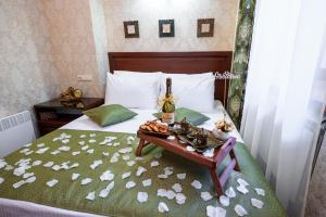 Kon-Tiki Boutique Hotel, Bed & Breakfasts  Sankt Petersburg - big - 60