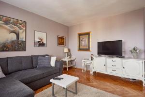 Spacious modern apartment in peaceful neighborhood