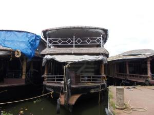 Lloyds House Boat - 3 bed