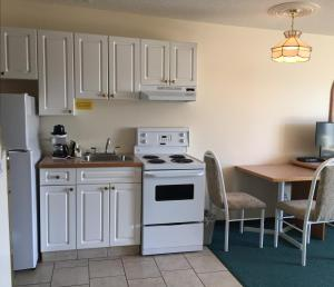 Western Budget Motel #3 Whitecourt, Motels  Whitecourt - big - 1