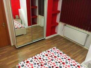 Red Flat, Apartmanok  Bukarest - big - 20