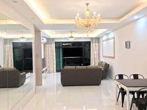 Sky Loft, Bukit Indah JB, Ferienwohnungen  Johor Bahru - big - 10