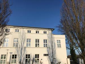 Wohnen wie die Fuersten WE17640, Ferienwohnungen  Putbus - big - 12