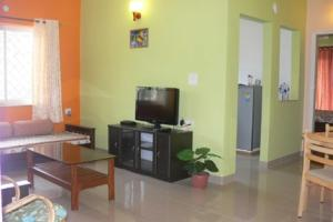 Apartment room with a shared pool, by GuestHouser, Apartments  Saligao - big - 9