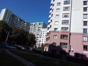 Four-room apartment near metro station Victory Square, Apartmanok  Minszk - big - 14