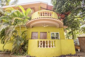 Villa stay for 3 in Candolim, by GuestHouser