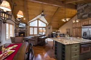 4515 Bighorn Road #227457 Home, Holiday homes  Vail - big - 2