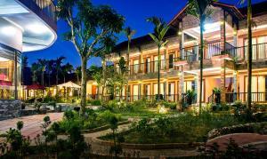 Sunny House Resort