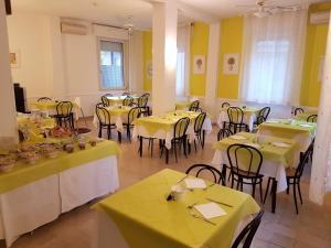 Hotel Fabbri, Hotel  Gabicce Mare - big - 9