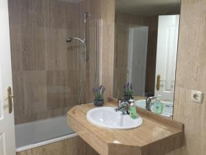 Luxury furnished 1 Bedroom with views AA16, Appartamenti  Marbella - big - 2