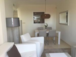 Luxury furnished 1 Bedroom with views AA16, Appartamenti  Marbella - big - 1