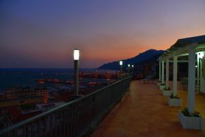 Domina Fluctuum - Penthouse in Salerno Amalfi Coast, Apartmány  Salerno - big - 37
