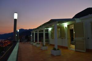 Domina Fluctuum - Penthouse in Salerno Amalfi Coast, Apartmány  Salerno - big - 38