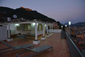 Domina Fluctuum - Penthouse in Salerno Amalfi Coast, Appartamenti  Salerno - big - 41