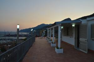 Domina Fluctuum - Penthouse in Salerno Amalfi Coast, Appartamenti  Salerno - big - 43