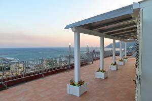 Domina Fluctuum - Penthouse in Salerno Amalfi Coast, Appartamenti  Salerno - big - 44