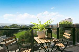 SUPERB 180degree VIEWS *POOL GYM PARKING WIFI, Appartamenti  Melbourne - big - 13