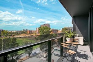 SUPERB 180degree VIEWS *POOL GYM PARKING WIFI, Appartamenti  Melbourne - big - 18