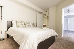 obrázek - Broadway Two-Bedroom Apartment 606