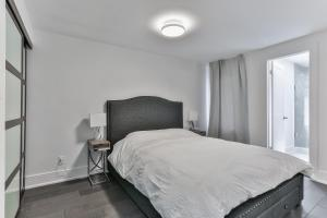 QuickStay - Classy 5bdrm House in Vaughan, Nyaralók  Toronto - big - 48