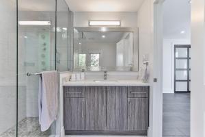 QuickStay - Classy 5bdrm House in Vaughan, Nyaralók  Toronto - big - 56