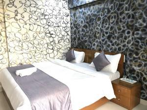 Executive Highrise - 2 Bhk Services Apartment, Апартаменты  Мумбай - big - 15