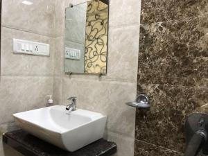 Executive Highrise - 2 Bhk Services Apartment, Апартаменты  Мумбай - big - 16