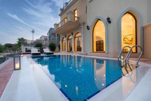 Designer 3 Story Palm Villa - Dubai