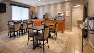 Best Western Riverside Inn, Отели  Danville - big - 17