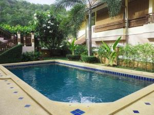Large villa with private pool in quiet area