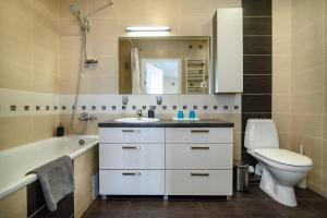 Apartment close to the Cathedral, Апартаменты  Вильнюс - big - 11