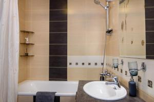 Apartment close to the Cathedral, Апартаменты  Вильнюс - big - 15
