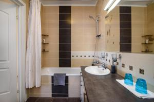 Apartment close to the Cathedral, Апартаменты  Вильнюс - big - 23