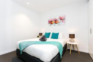 COMPLETE HOST Rose Lane CBD, Апартаменты  Мельбурн - big - 16