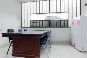 RedDoorz Plus @ Pasar Baru, Pensionen  Jakarta - big - 8