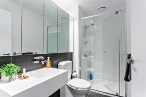 COMPLETE HOST Rose Lane CBD, Апартаменты  Мельбурн - big - 22