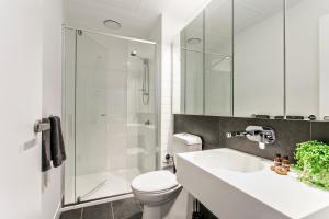 COMPLETE HOST Rose Lane CBD, Апартаменты  Мельбурн - big - 25