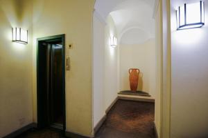 Trevi Fashion Suites, Apartments  Rome - big - 21