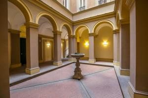 Trevi Fashion Suites, Apartments  Rome - big - 27