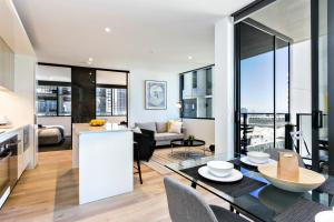 COMPLETE HOST Rose Lane CBD, Апартаменты  Мельбурн - big - 49
