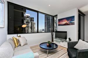 COMPLETE HOST Rose Lane CBD, Апартаменты  Мельбурн - big - 52